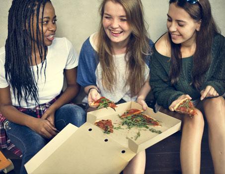 Teenagers learn english in Ireland